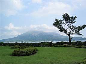 借景庭園・磯庭園から見た桜島