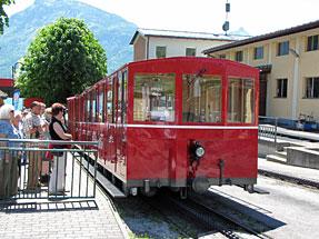 登山鉄道・湖岸駅・客車