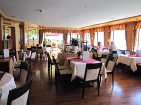 昼食のレストラン