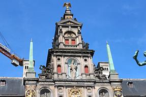 アントワープ・マルクト広場の市庁舎