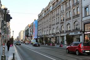 薄暮の市街地