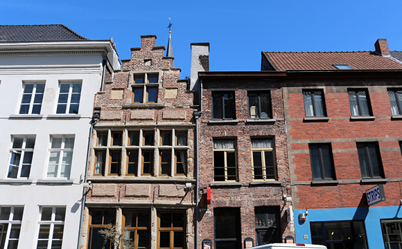 ゲント・階段状の屋根