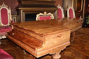 モダーヴ城・19世紀のピアノ