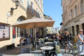 タリンのオープンカフェ