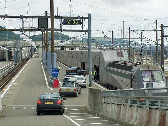 ユ−ロトンネル入口