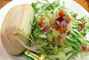 サラダ、パン