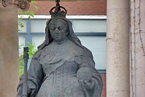 ヴィクトリア女王像