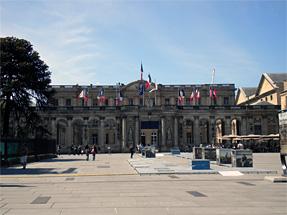 サンタンドレ大聖堂前広場・市庁舎