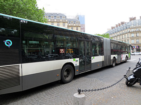 パリの2連結バス