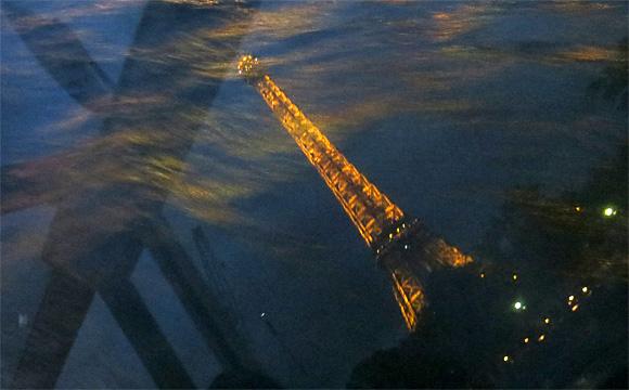 セーヌ川に写るエッフェル塔