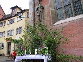 ローテンブルクの街角・昇天祭の祭壇