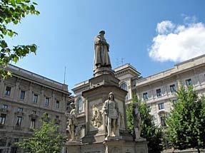 レオナルドの像