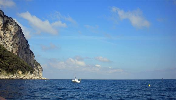 青の洞窟への海道