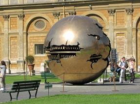 ヴァチカン美術館・球のある球体