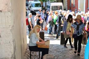 リガ旧市街の街頭ライブ