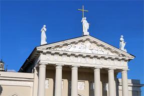 大聖堂・3聖人の像
