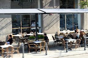 ワルシャワのオープンカフェ