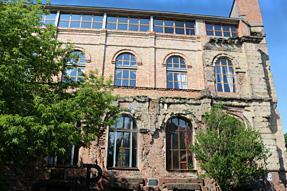 ワルシャワの市街・第2次世界大戦の跡が残る建物
