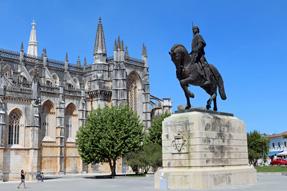 アルヴァレスの騎馬像