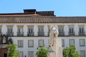 コインブラ大学・ジョアン三世の像