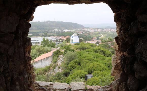 オビドスの城壁の外側の景観く