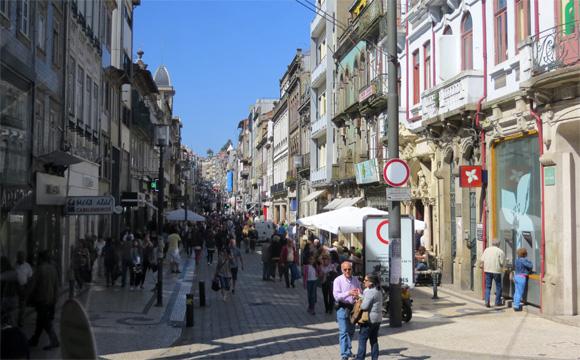 ポルト市街地 ポルトは、ポルトガルの商工業の中心地として栄えてきた。ポルトガルの国名の語源といわ