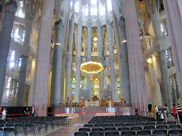 サグラダ・ファミリア聖堂の内部