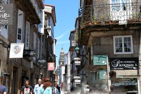 サンティアゴ・デ・コンポステーラ旧市街の通り