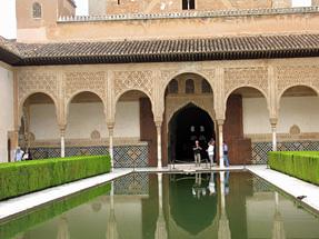 アルハンブラ宮殿・アラヤネスの中庭