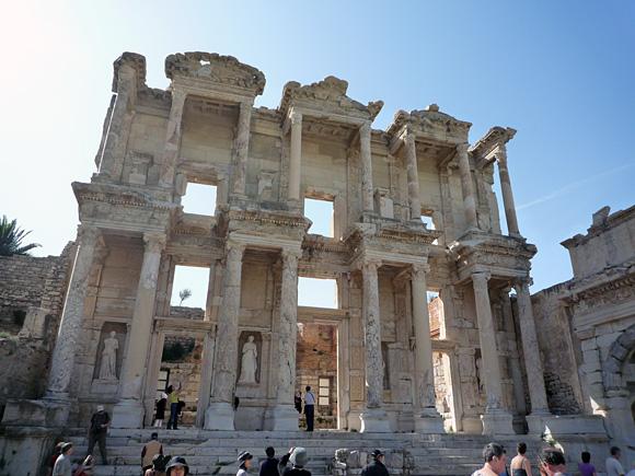 古代都市遺跡エフェソス・セルスス図書館