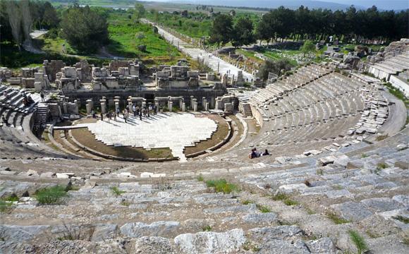 古代都市遺跡エフェソス・大劇場跡とアルカディアン通り