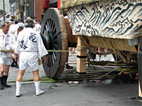祇園祭・山鉾巡行「辻まわし」