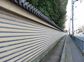 正面通・渉成園の塀