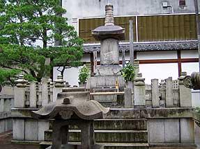 本能寺・織田信長の墓