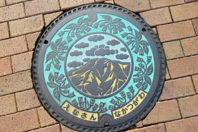 京都市下京区・東本願寺前のマンホールの蓋