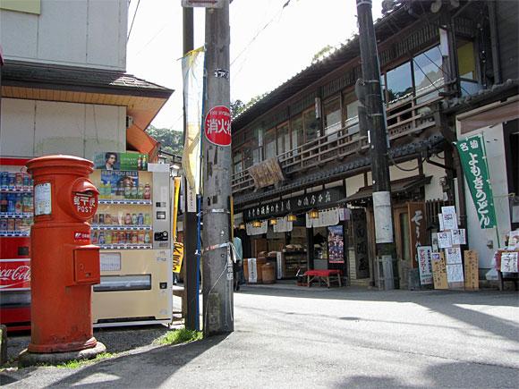 奈良県桜井市長谷寺門前・郵便ポスト