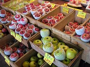 青森駅のリンゴ売り