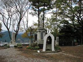 賤機山・静岡市戦禍犠牲者慰霊塔