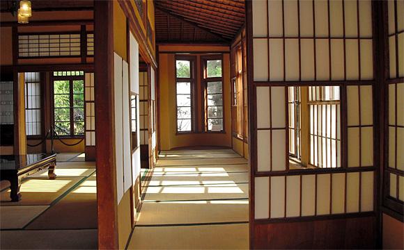 旧神谷伝兵衛稲毛別荘・2階、南側広縁、アールコーブを望む