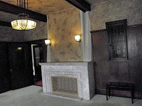 旧華頂宮邸階・1階洋室のマントルピース