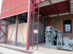 横浜赤レンガ倉庫・保存エレベーター