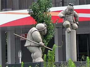 牛若丸と弁慶の像