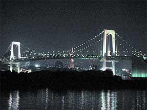 お台場・「ホテル日航東京」前から見た夜のレインボーブリッジ