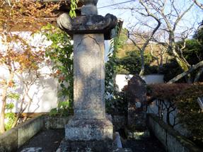徳川忠長の供養塔