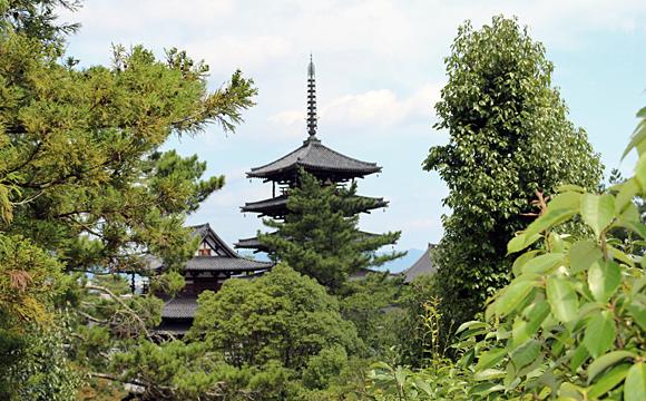 法隆寺・西円堂から五重塔を望む
