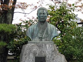 壬生寺・近藤勇像