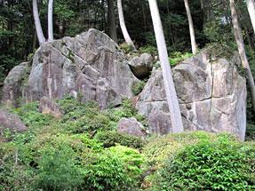 長命寺・修多羅岩