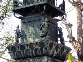 銅造宝篋印塔