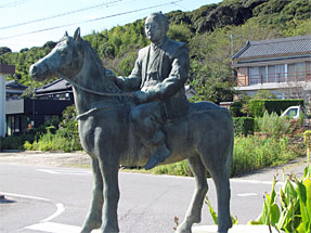 吉良上野介像・赤馬の径(あかうまのみち)