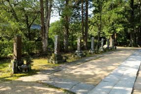 東光寺・四大夫十一烈士の墓